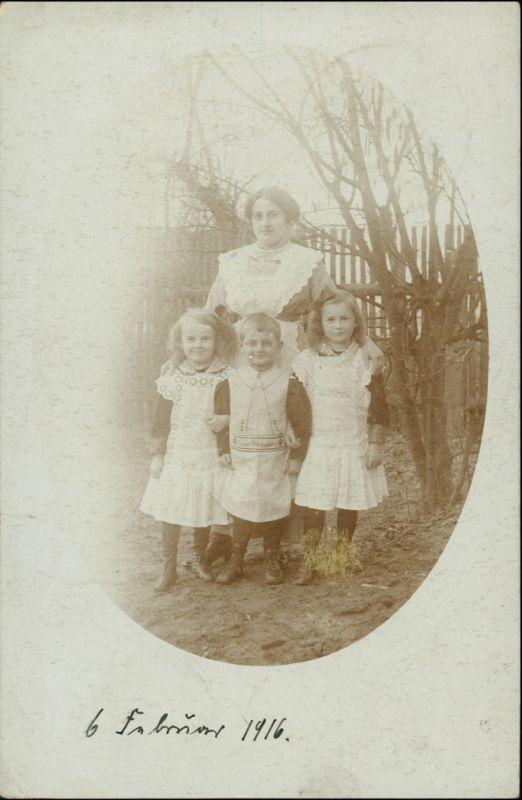 Tauer-Peitz Picnjo Frau und Kinder im Garten gel 1916 Privatfoto