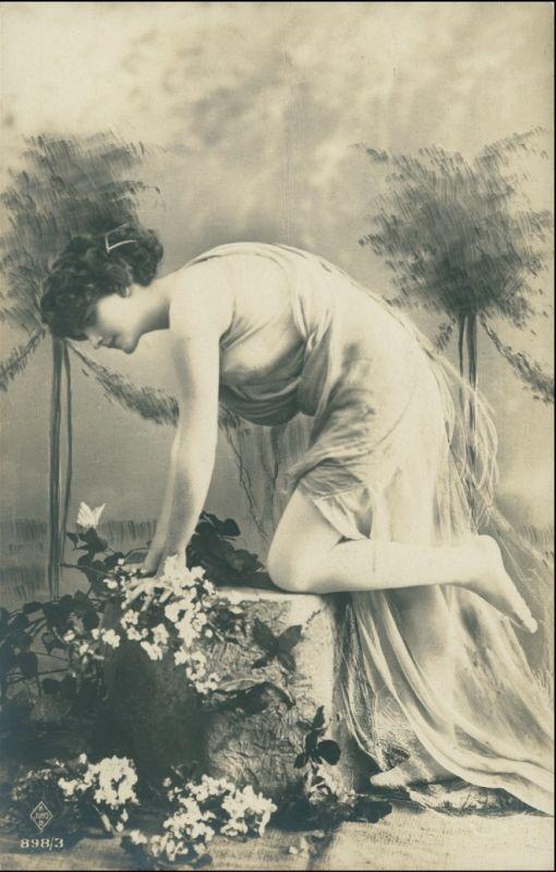 Ansichtskarte  Junge Frau im Gewand - Fotokunst Erotik 1912