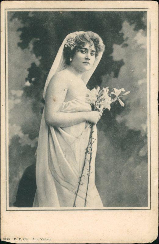 Ansichtskarte  Junge Frau im Gewand - Erotika 1909
