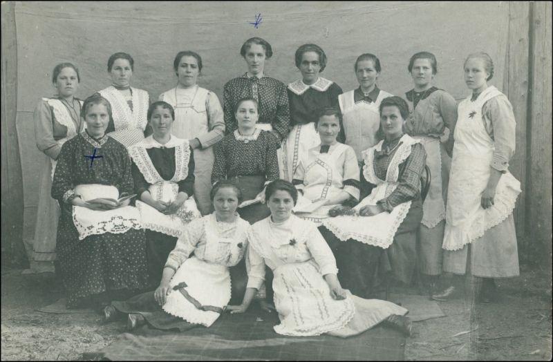 Menschen / Soziales Leben - Arbeiter Haushälterinnen Gruppenfoto 1924 Privatfoto 0