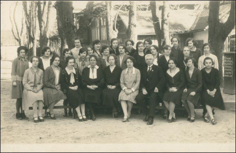 Frauen be Betriebsausflug vor Gaststätte - Tschechien 1926 Privatfoto