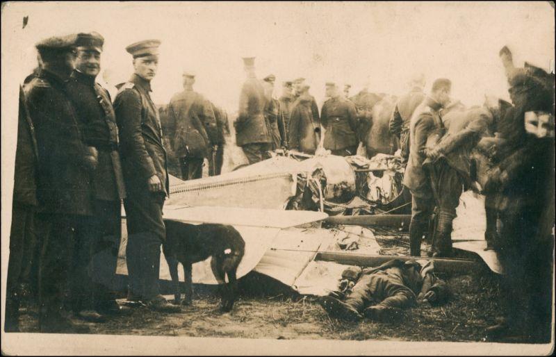 Foto  Abgestürztes Flugzeug - Soldaten 1. WK 1916 Privatfoto