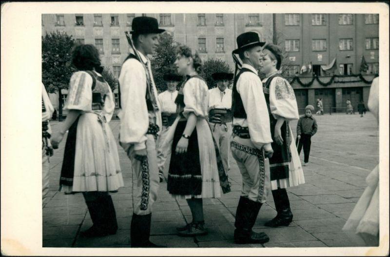 Foto .Tschechien Typen/Trachten Tschechien Volksfest 1954 Privatfoto