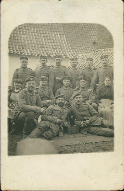 Foto  Soldaten beim Biertrinken - Gruppenfoto 1917 Privatfoto