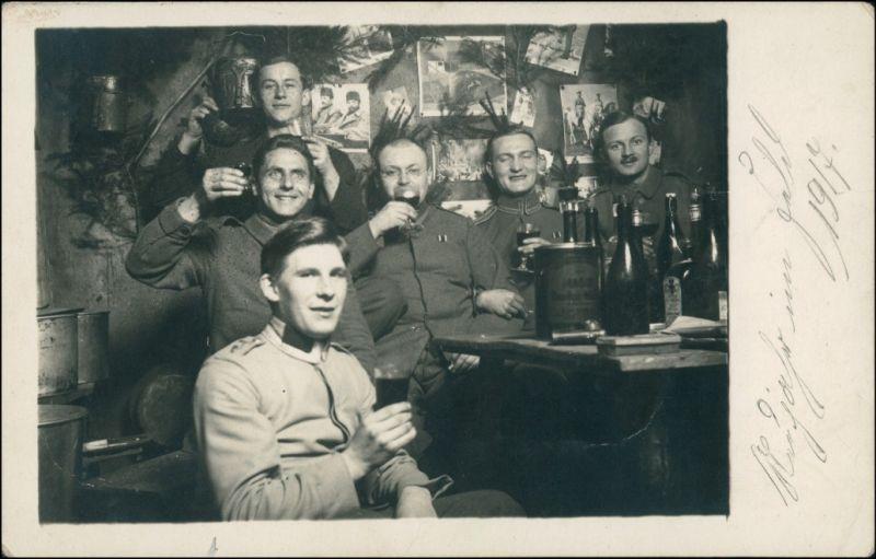 Foto  Soldaten beim trinken auf der Stube WK1 1917 Privatfoto