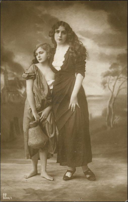 Ansichtskarte  Erotik zwei Junge Frauen Fotokunst 1910