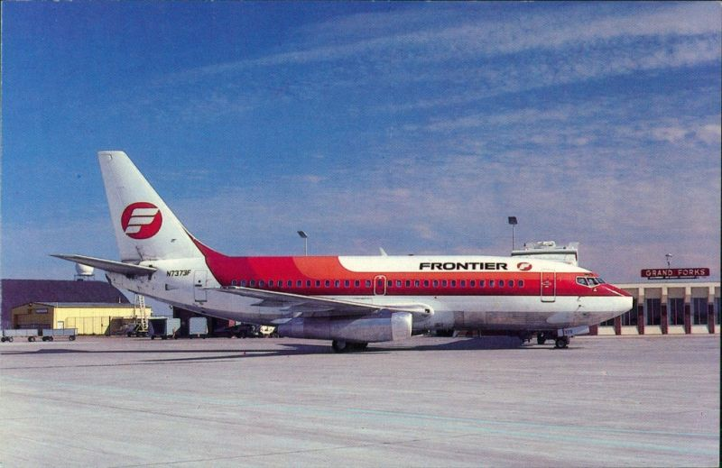 Grand Forks Flugzeug Frontier Airlines N7373F Alan Brice Airport 1980