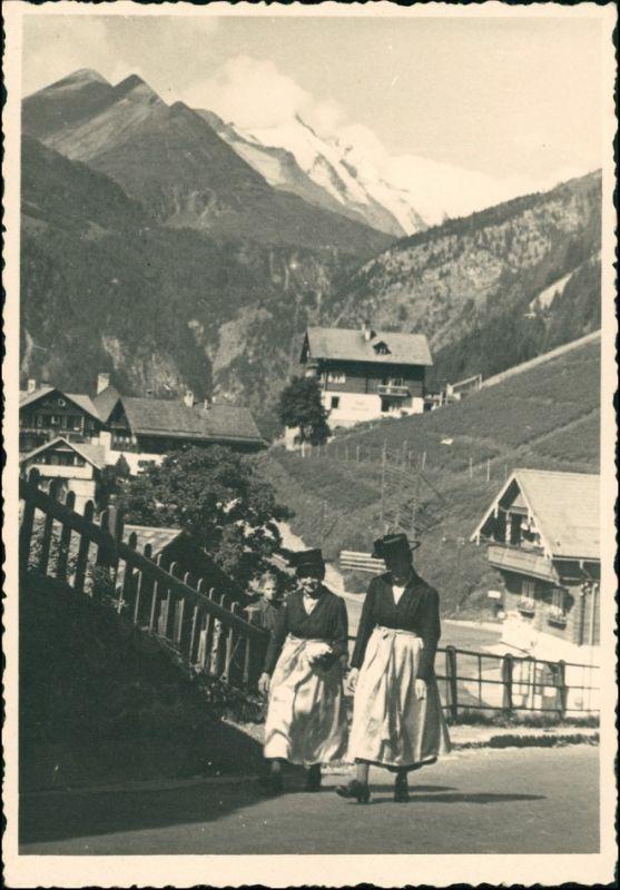 Heiligenblut am Großglockner Straßenpartie - Frauen in Tracht 1932 Privatfoto