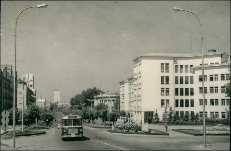 Neusatz a. d. Donau Nový Sad|Нови Сад|Újvidék Bus auf Straßenallee, Gebäude 1960