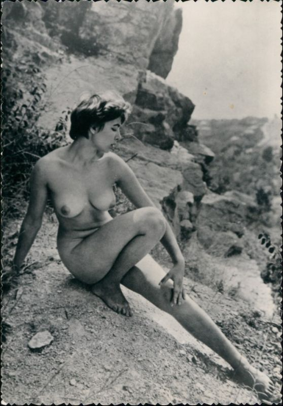 Erotik - nackte auf Frau auf Felsen Fotokunst Erotika 1959 Privatfoto