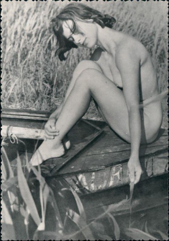 Erotika nackte Frau auf Boot Nude Erotik Fotokunst 1959 Privatfoto