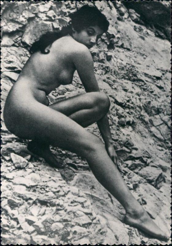 Erotik Erotika - nackte Frau - auf Felsen Fotokunst Nude 1959 Privatfoto