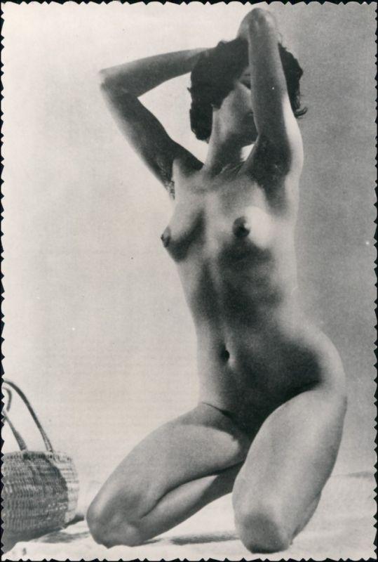 Foto  Nackte Frau in Pose - Nackt Nude Fotokunst 1959 Privatfoto