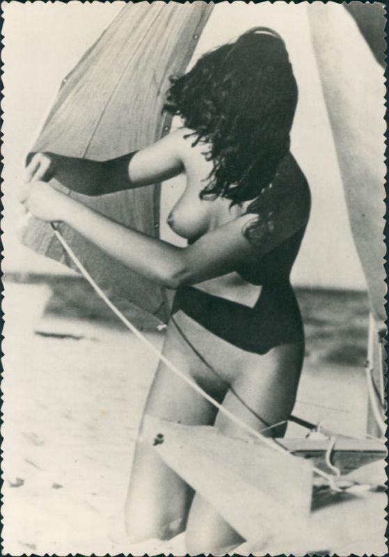 Erotik Erotika nackte Frau am Segelboot Fotokunst Nude 1959 Privatfoto
