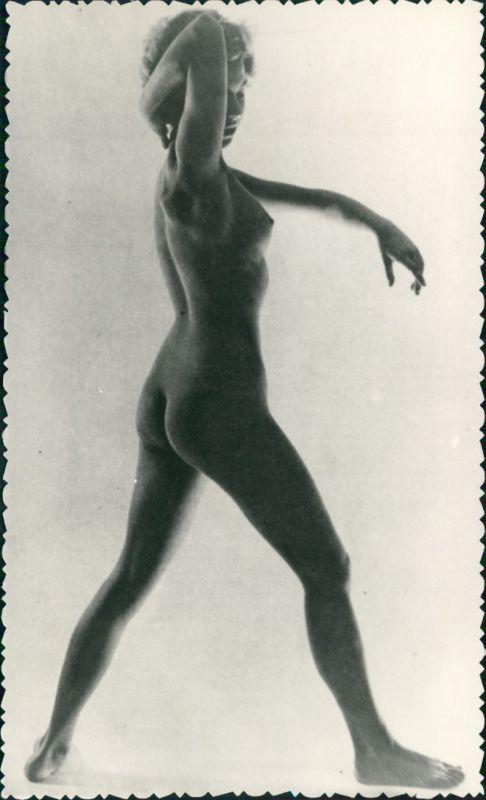 Foto  Nackte Frau Pose Atelier Nude Erotik Erotika 1959 Privatfoto