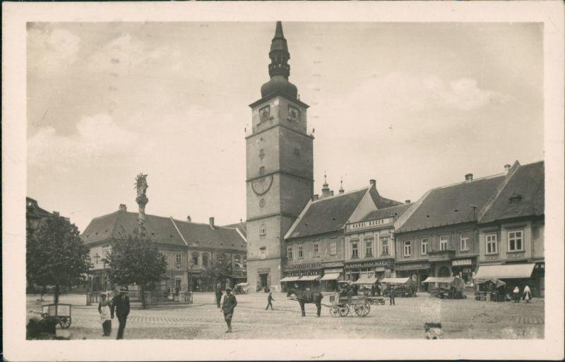 Tyrnau Trnava (Nagyszombat) Teilansicht Platz mit Personen Geschäften 1947
