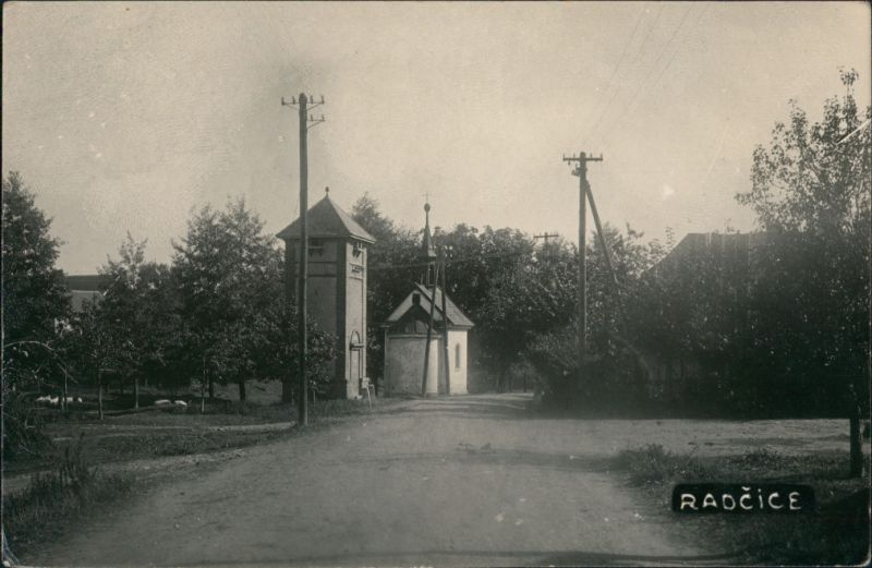 Ratschitz (Skutsch) Radčice (Skuteč) Strassen Partie Privatfoto-AK  1951