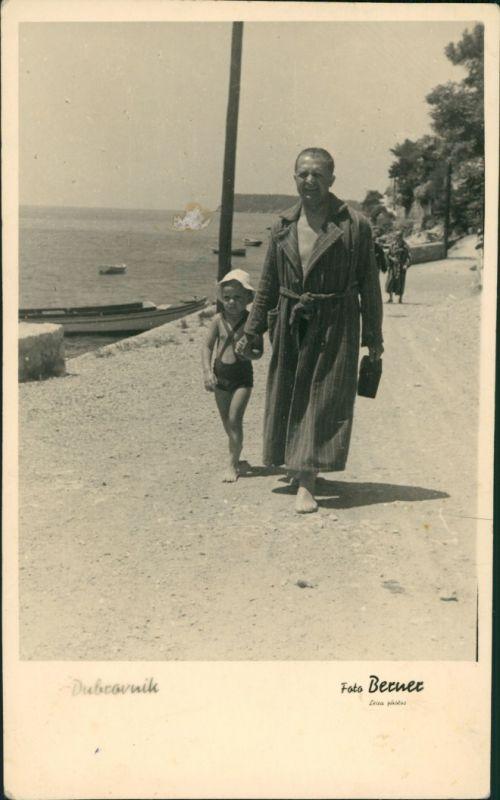 Ragusa Dubrovnik Strand Mann mit Kind (Freizeit Erholung am Meer) 1939