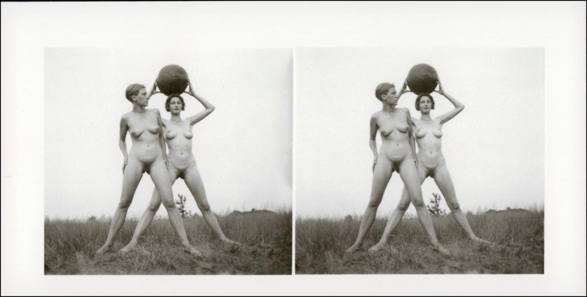 Ansichtskarte  Erotik (Nackt - Nude) nackt Nude Stereo Medizinball 1999 REPRO