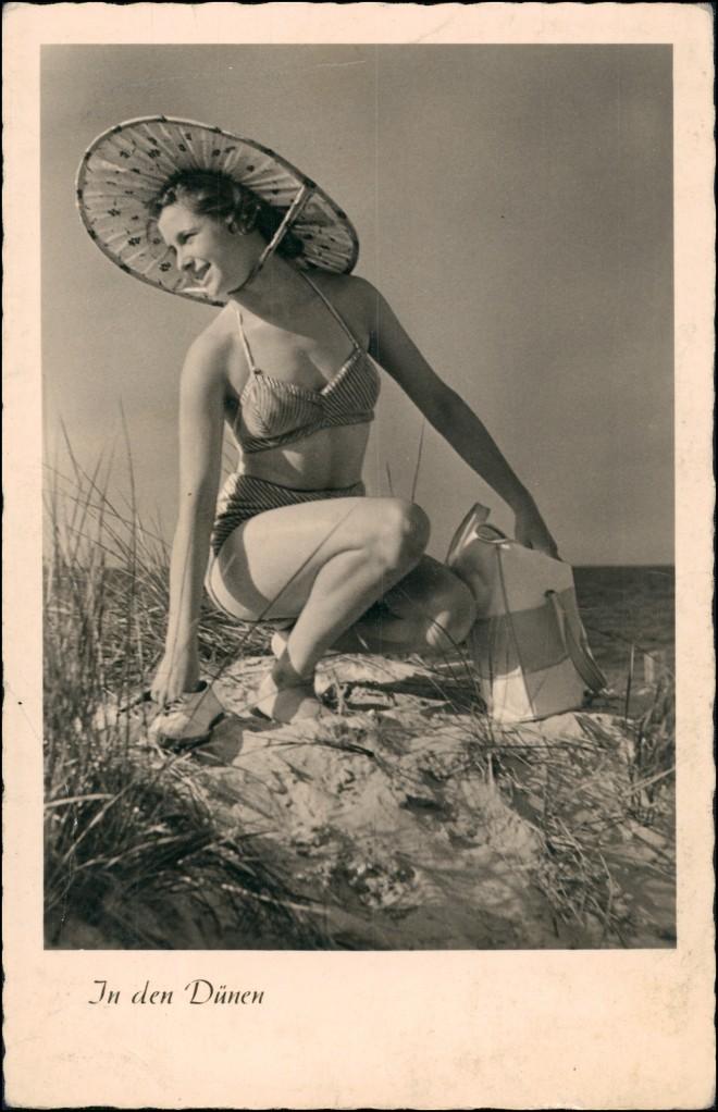 Ansichtskarte  DDR Erotik - Frau in den Dünen 1956