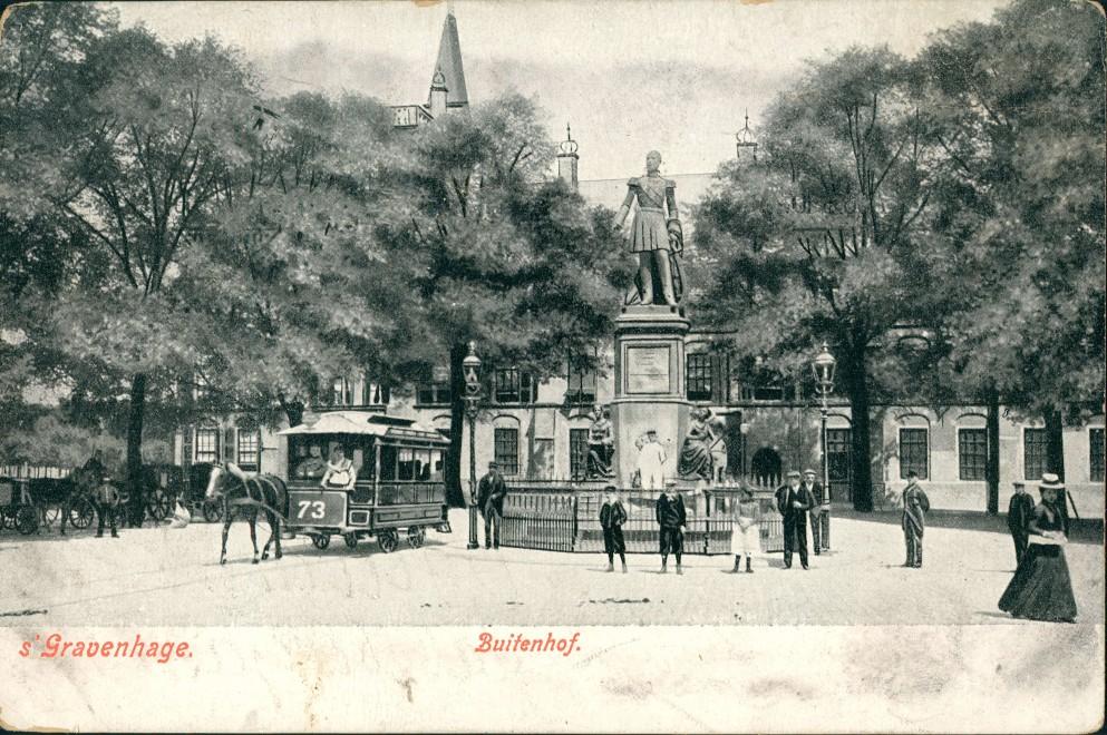 Den Haag Den Haag Partie am Buitenhof, Pferde-Tram, Personen, Denkmal 1906