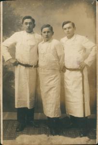 Menschen Soziales Leben Gruppenfoto in Arbeitskleidung 1920 Privatfoto