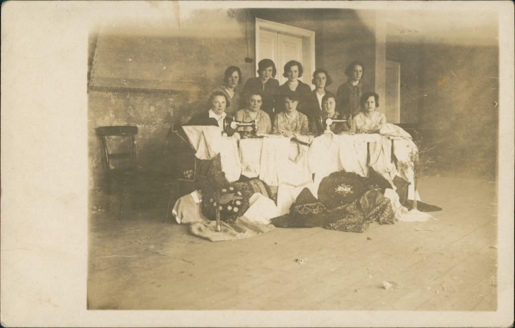 Menschen Soziales Leben Näherinnnen Arbeiter, Frauen an Nähmaschine 1910 Privatfoto