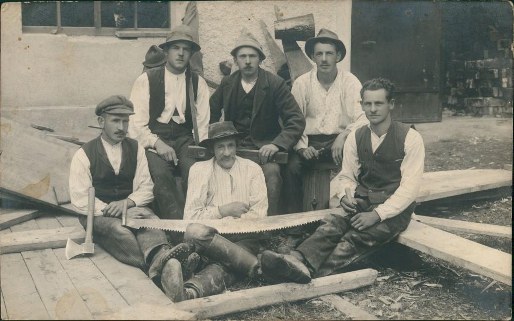 Menschen Soziales Leben - Zimmerleute Gruppenfoto bei Arbeit 1925 Privatfoto