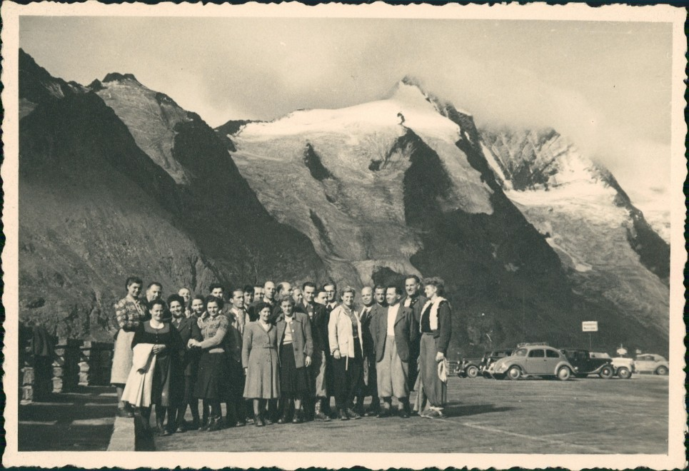 Zell am See Großglockner Region Reisegruppe, Gruppenfoto, VW Käfer 1955