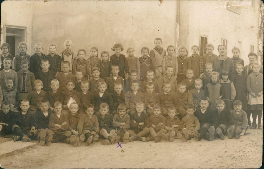 Peuerbach Menschen Kinder (ev. Schule) Gruppenfoto   1910 Privatfoto