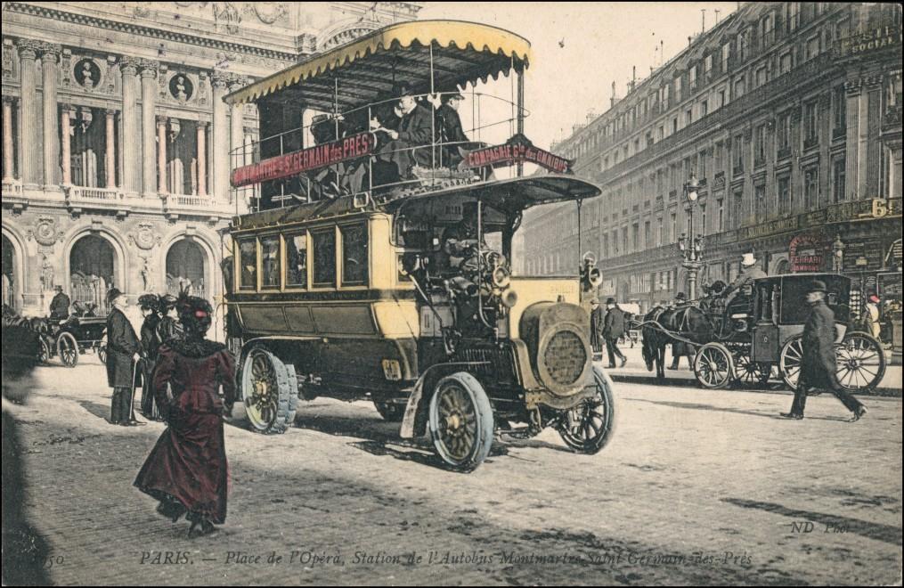 CPA 9. arrondissement-Paris Place de l'Opéra Station Autobus 1907
