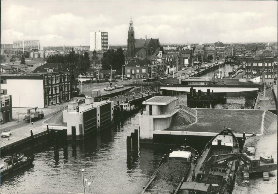 Maassluis Stad aan de Nieuwe-Waterweg, nr. 124 Haven met keersluis 1979
