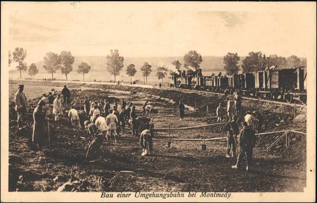 CPA Montmedy Montmédy Bau der Umgehungsstraße gel. Feldpost 1915