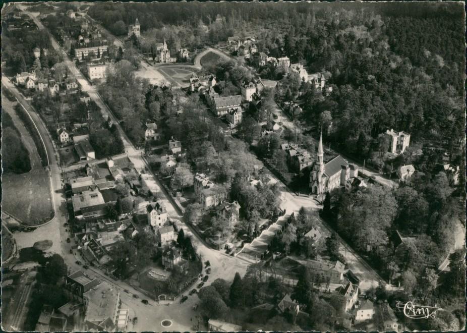 Bagnoles-de-l'Orne L'Eglise et les Villas, Vue aérienne 1966