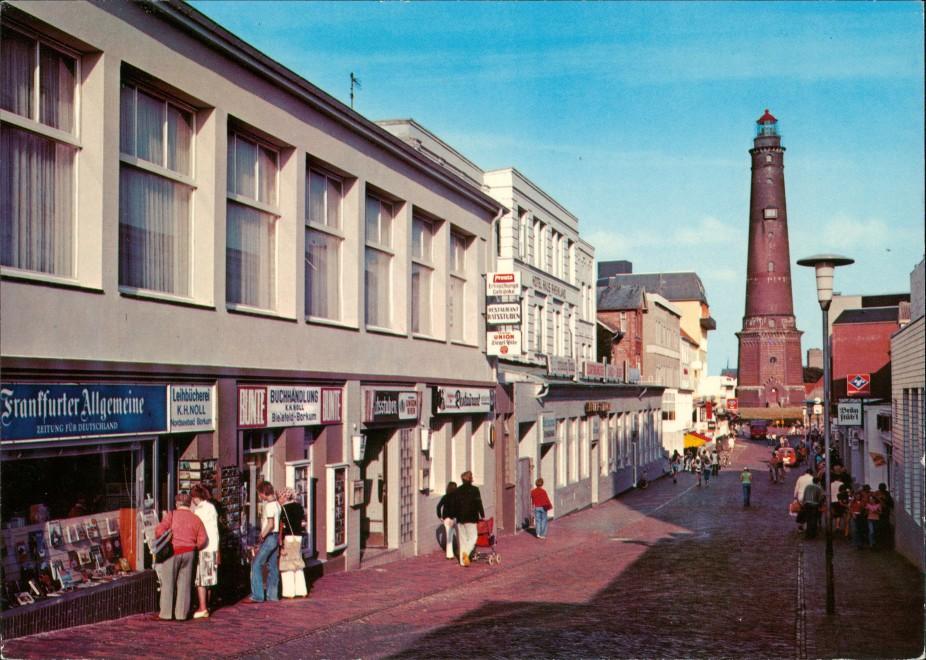 Borkum Geschäfte Fußgänger Fußgängerzone Blick Leuchtturm Lighthouse 1975