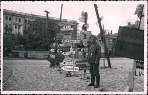 Militär 2.WK Soldat Wegweiser Stadt Rußland Россия Rußland   1942 Privatfoto