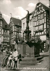 Ansichtskarte Bernkastel-Kues Berncastel-Cues Marktplatz, Frauen 1970