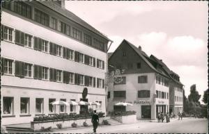 Ansichtskarte Freudenstadt Hotel Post und Apotheke, Strassen Partie 1959
