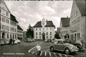 Ehingen (Donau) Marktplatz mit Roller, VW Käfer Beetle, Volksbank 1960
