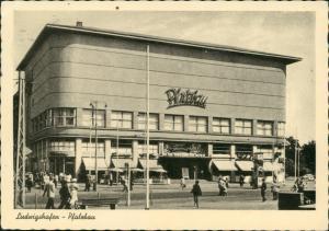 Ansichtskarte Ludwigshafen Strassen Partie belebt am Pfalzbau 1955