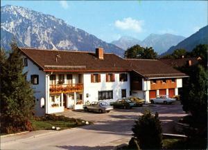 Ruhpolding Haus Vier Jahreszeiten Pension und Gästehaus - Inh. Erwin Karl 1982