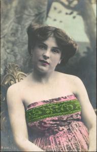 Ansichtskarte  Erotik-Fotokunst, lassiv schauende Frau - coloriert 1907