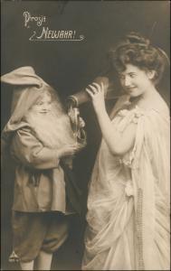 Neujahr/Sylvester Fotomontage Frau und Zwerg riesen Sektflasche 1906