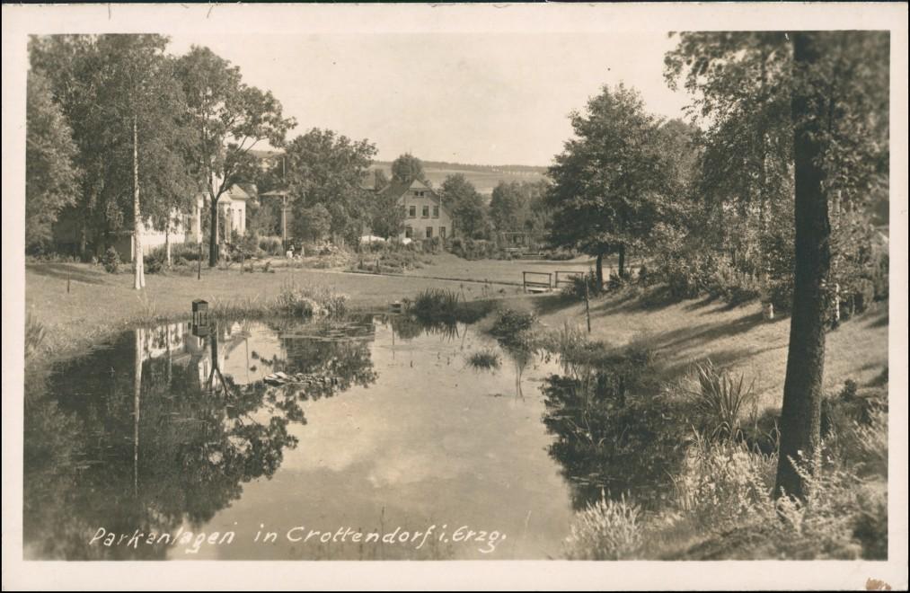 Foto Crottendorf (Erzgebirge) Häuser - Parkpartie 1943 Privatfoto 0