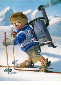 Mecki (Diehl-Film) Igel Puppe auf Ski mit Ofen auf Rücken geschnallt 1975