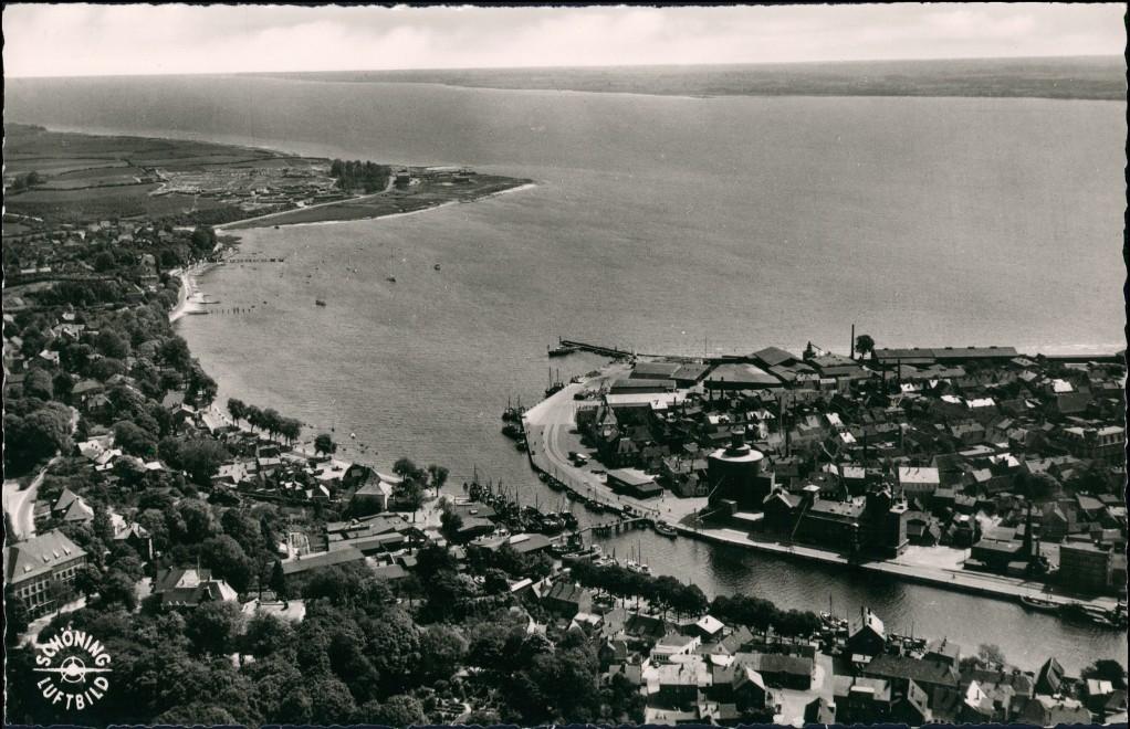 Ansichtskarte Eckernförde Luftbild See Hafen Teilansicht des Ortes 1955 0