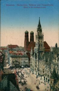 München Blick auf Marienplatz belebt Rathaus Frauenkirche Kaufingerstraße 1924